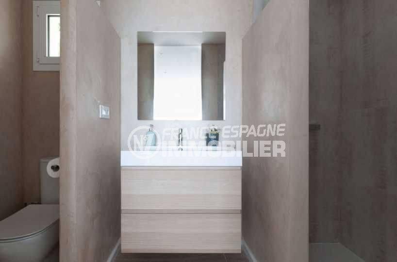 achat maison costa brava bord de mer, ref.3803, salle d'eau de la suite parentale