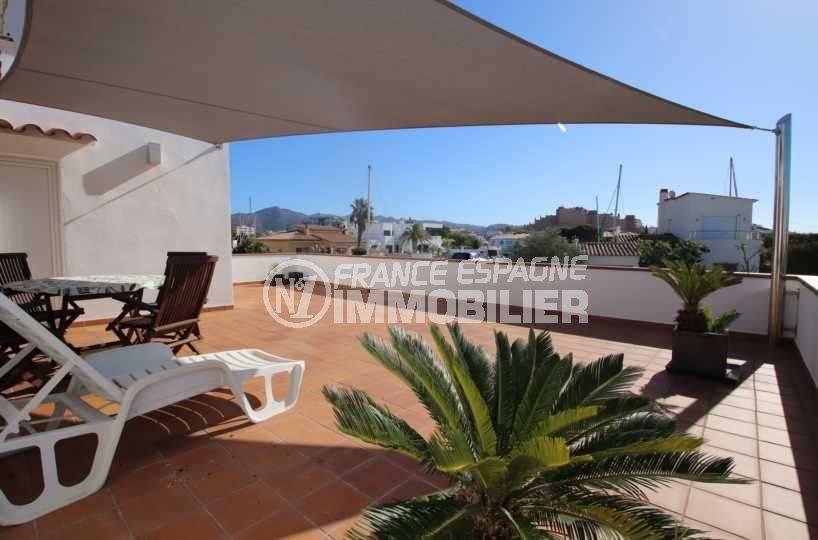 agence rosas: villa ref.3796, terrasse couverte coin repas et détente
