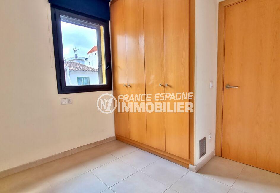 appartement a vendre roses, 3 pièces 68 m², 2° chambre à coucher avec penderie