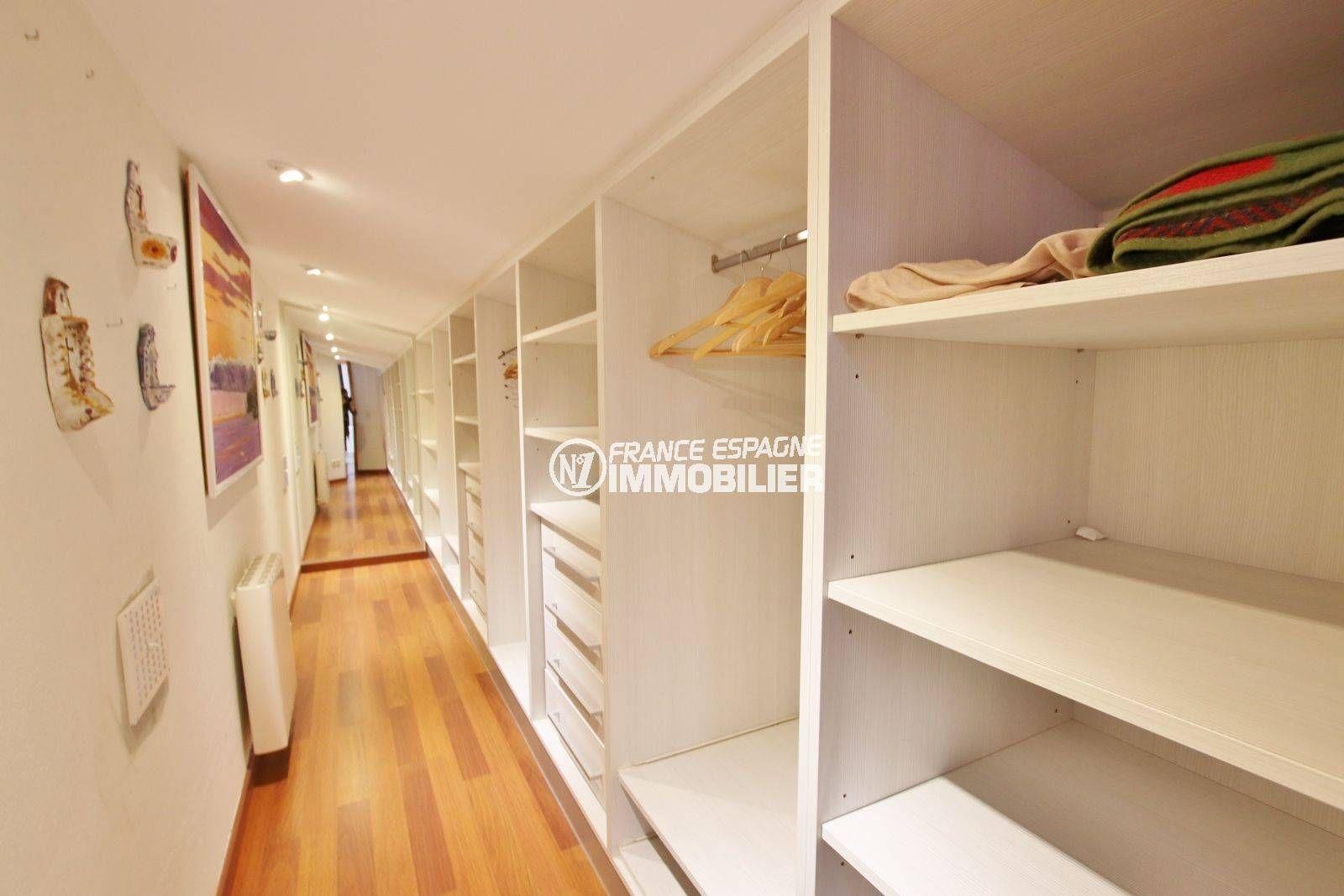 vente immobilière rosas: villa 292 m², grand dressing attenant à la suite parentale