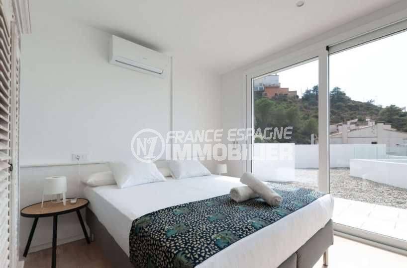 maison costa brava, ref.3803, seconde chambre avec lit double et accès terrasse vue mer