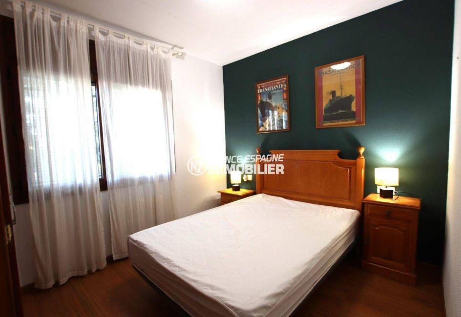 achat maison rosas espagne, garage, première chambre avec lit double