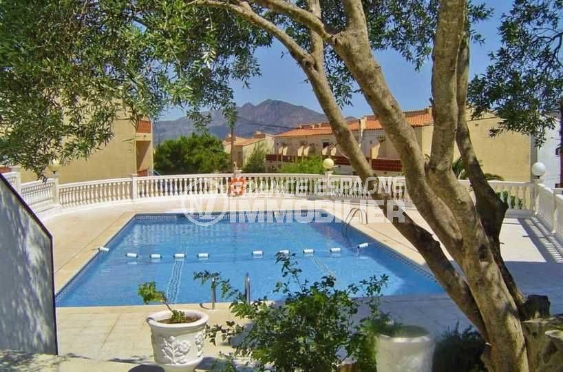 immocenter roses: villa ref.3773, aperçu piscine de la résidence