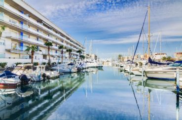 appartement roses, ref.3805, aperçu marina à proximité