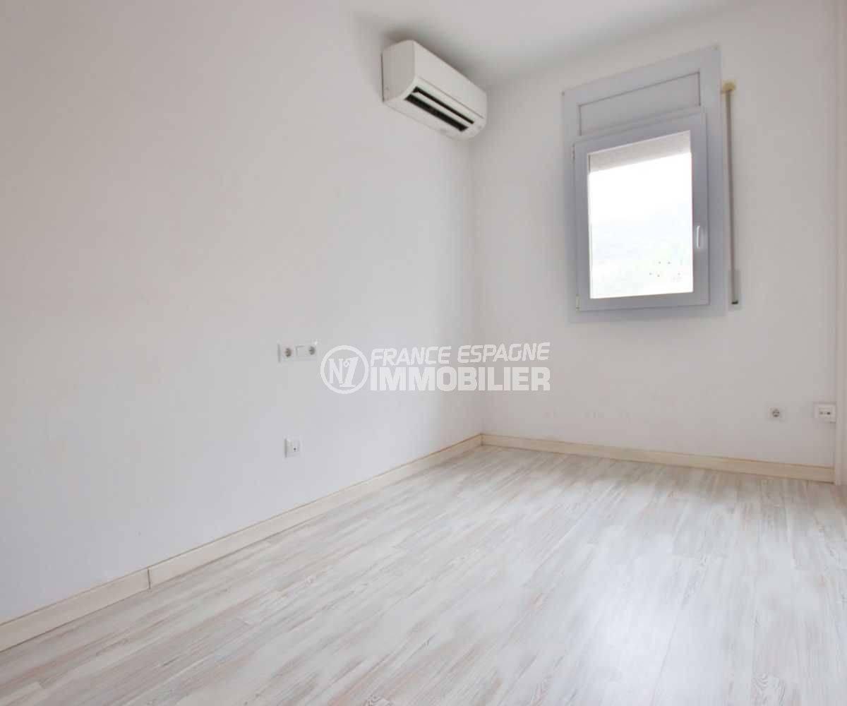 maison costa brava, ref.3795, aperçu d' une des chambres communicantes