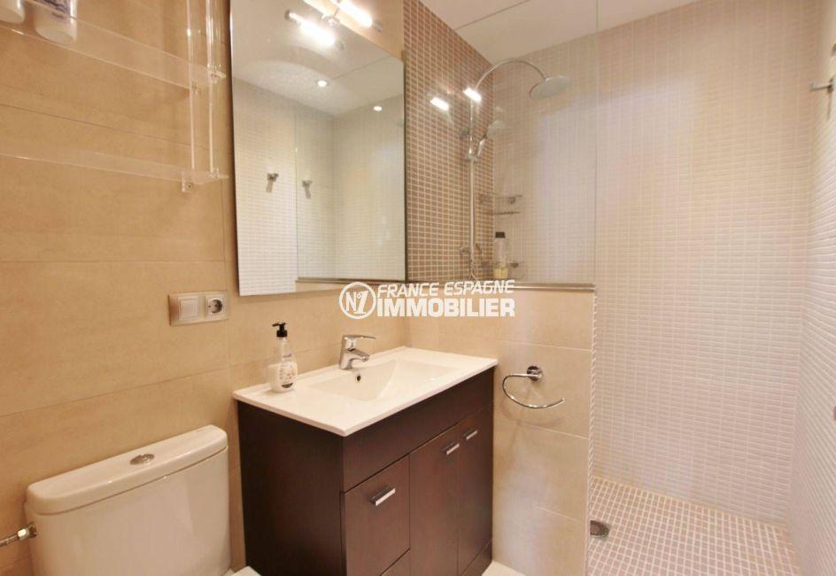 maison a vendre espagne rosas, 292 m², salle d'eau avec douche, vasque et wc