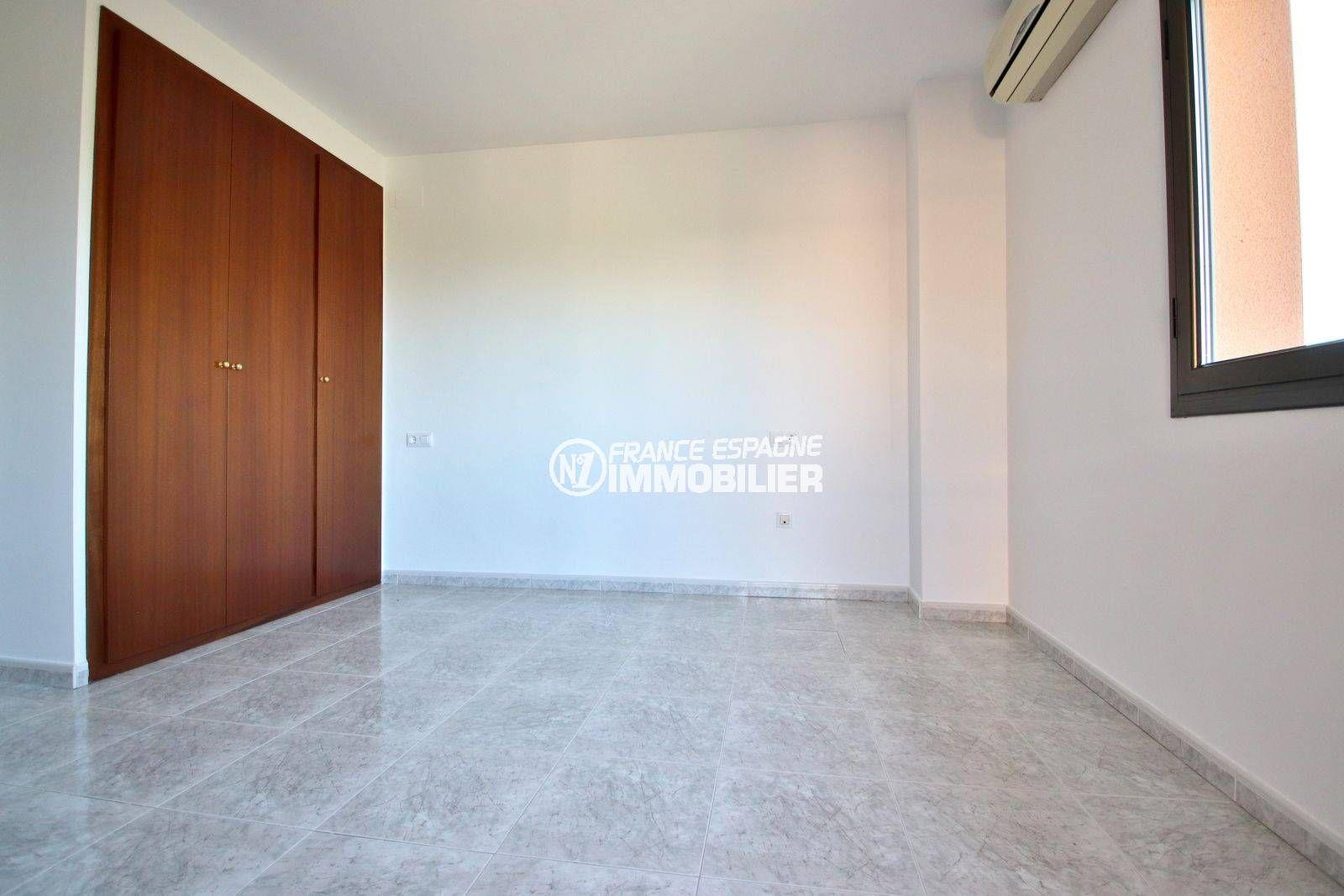 achat villa costa brava, ref.3801, troisième chambre avec placards intégrés également