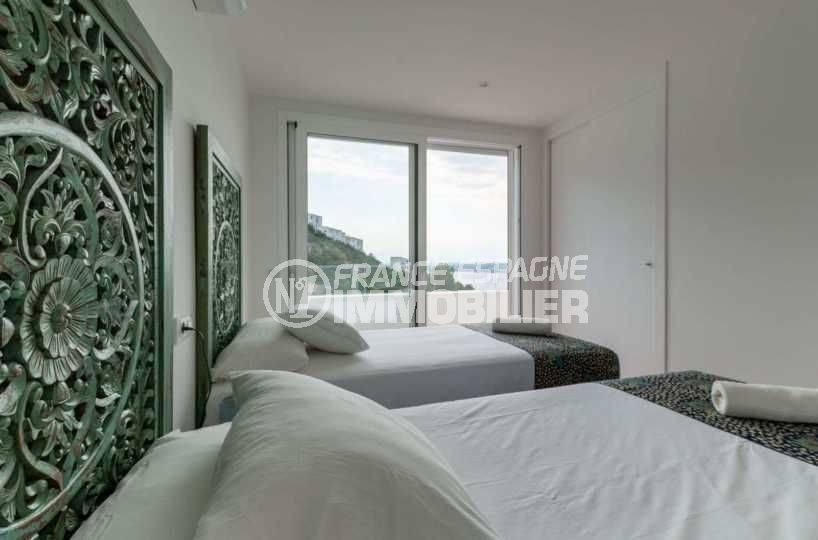 achat maison rosas espagne, ref.3803, troisième chambre avec deux lits et accès terrasse vue mer