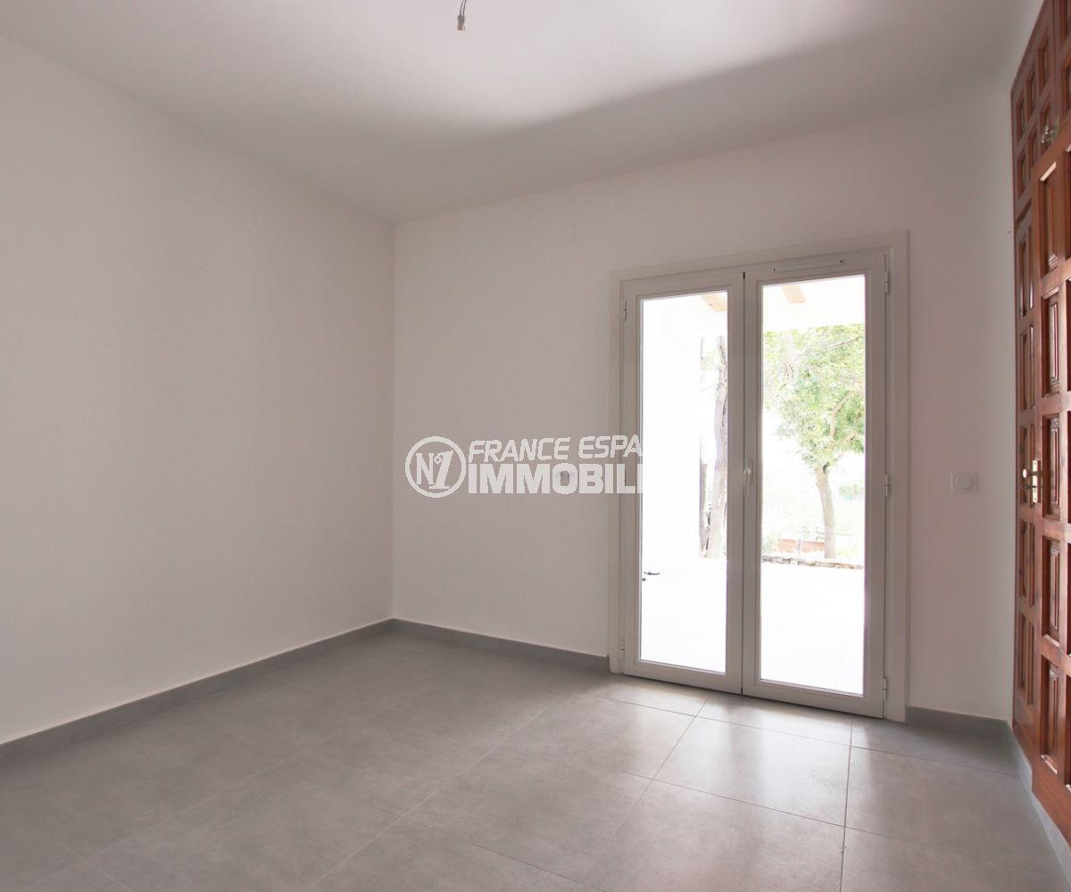 immo center rosas: villa 167 m², troisième chambre avec placards accès terrasse jardin