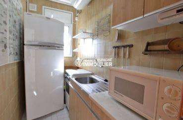 immocenter roses: villa 292 m², cuisine équipée de l'appartement indépendant