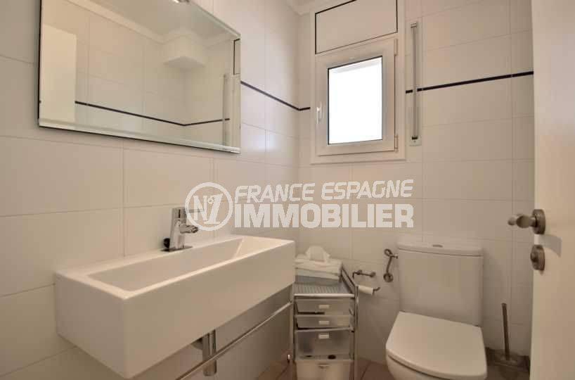 maison a vendre espagne catalogne, ref.3796, toilettes indépendantes avec lavabo