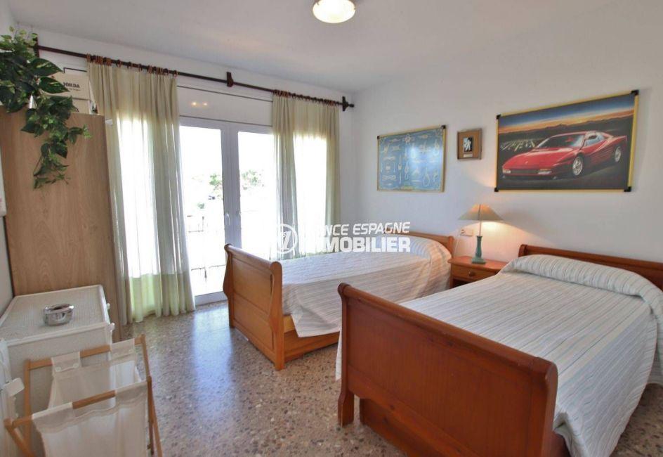 immo center rosas: villa 292 m², première chambre lits simples appartement indépendant