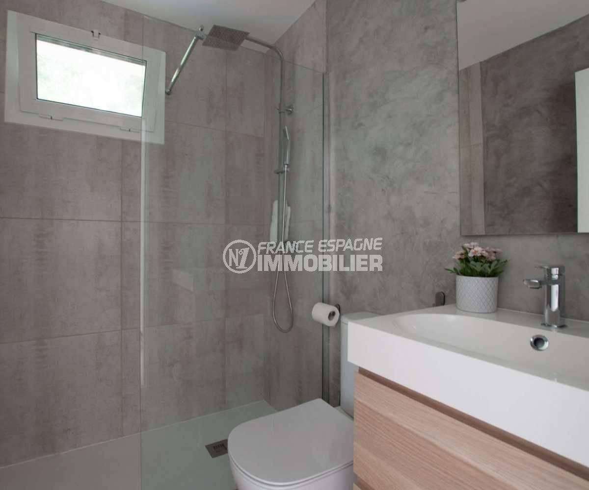 la costa brava: villa ref.3803, troisième salle d'eau avec toilettes et douche