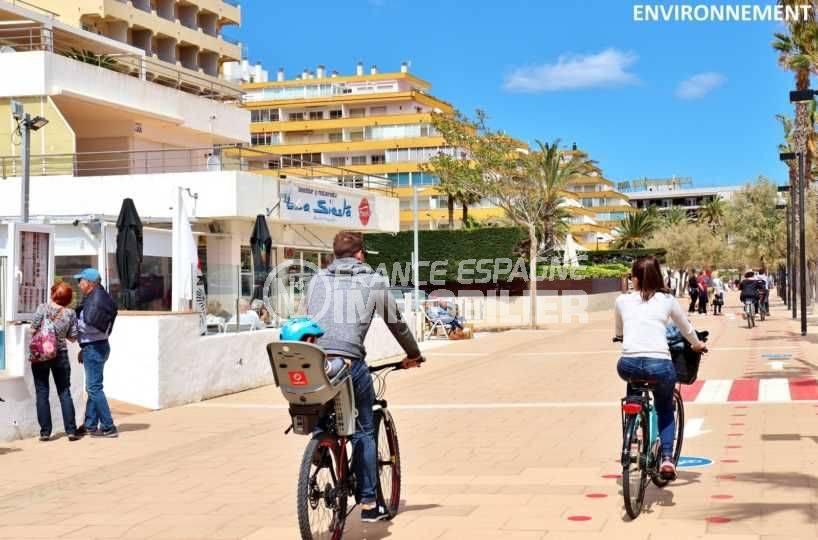 appartement a vendre rosas, ref.3781, proomenade le long de la plage avec nombreux restaurants alentour