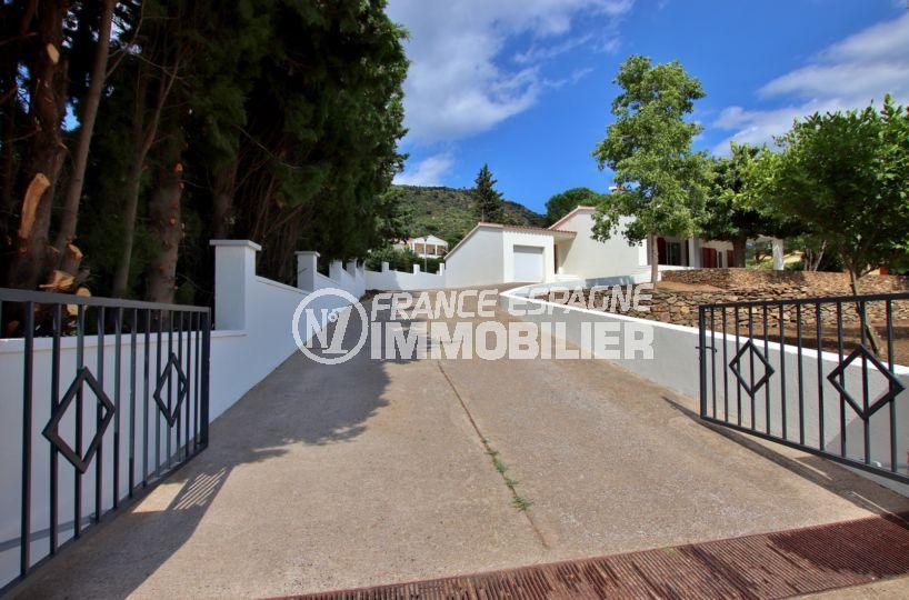 la costa brava: villa 167 m², aperçu du portail qui donne accès à la propriété