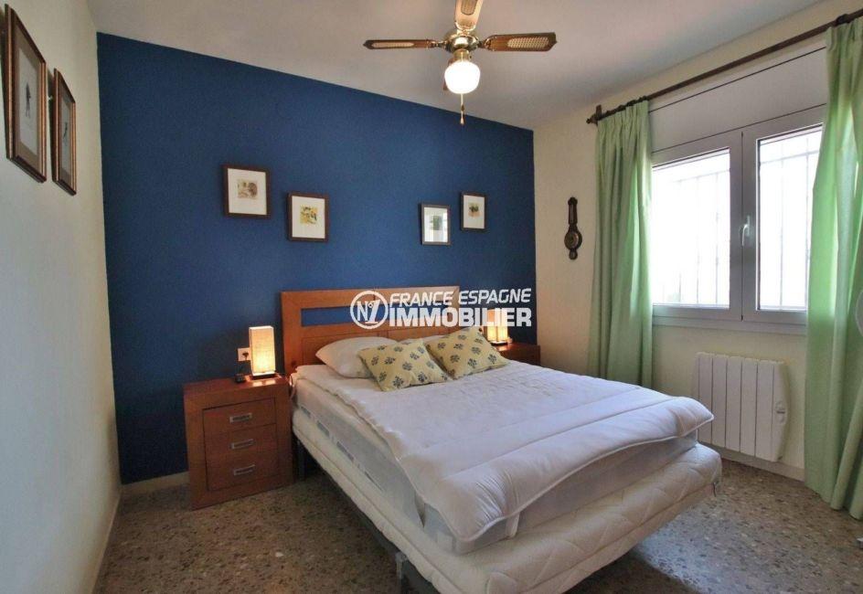 la costa brava: villa 292 m², deuxième chambre avec lit double appartement indépendant