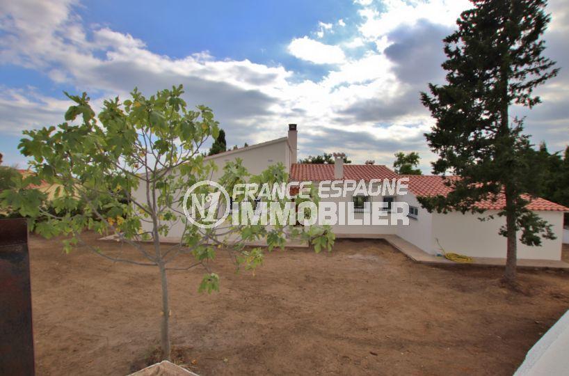 immocenter roses: villa 167 m², vue sur la façade et terrain de 1272 m² possibilité piscine
