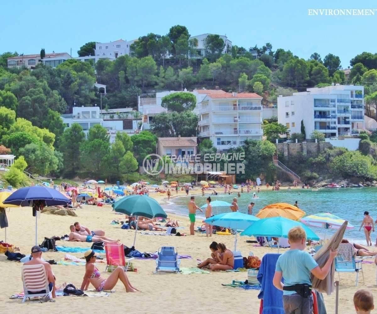 la costa brava:  la plage d'Almadraba aux environs