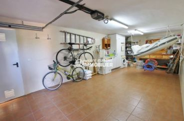 achat maison costa brava, 292 m², aperçu du garage avec rangements et laverie