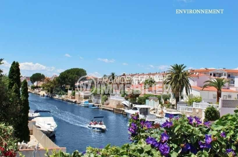 maison a vendre en espagne bord de mer pas cher, ref.3791, un canal d'empuriabrava aux environs