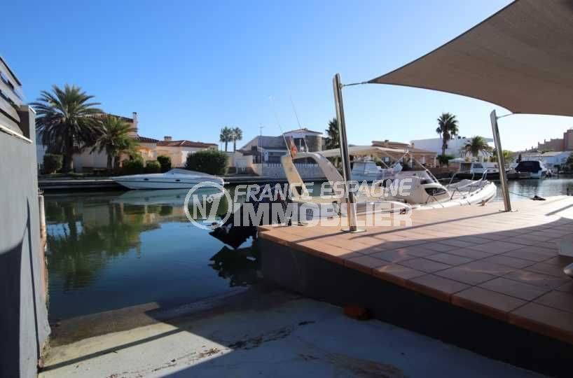immo center roses: villa ref.3796, rampe privée pour accéder à l'amarre de 40 m