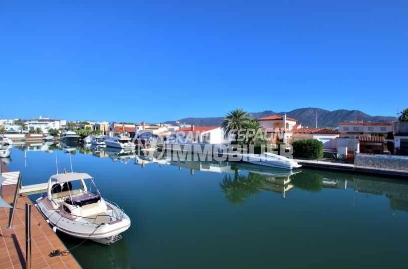immobilier roses espagne: villa ref.3796, vue sur le canal où se trouve l'amarre