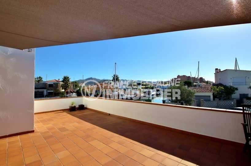 rosas immo: villa ref.3796, belle vue sur le canal depuis la terrasse