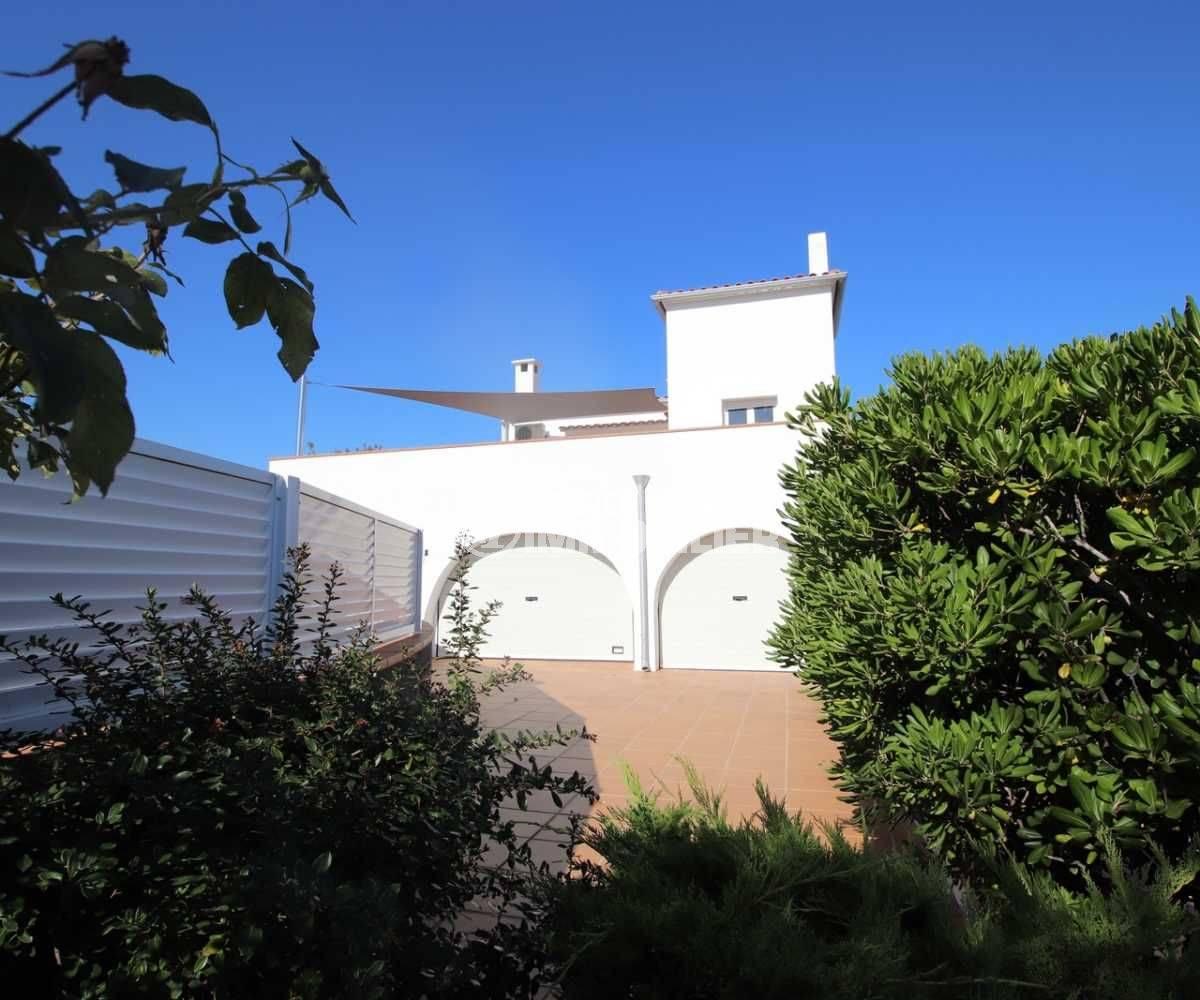 maison a vendre espagne, ref.3796, garage de 33 m² avec parking cour intérieure