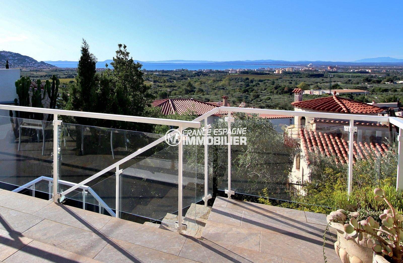 immo roses: villa ref.3819, grandes terrasses, jardin arbres fruitiers, garage, possible piscine