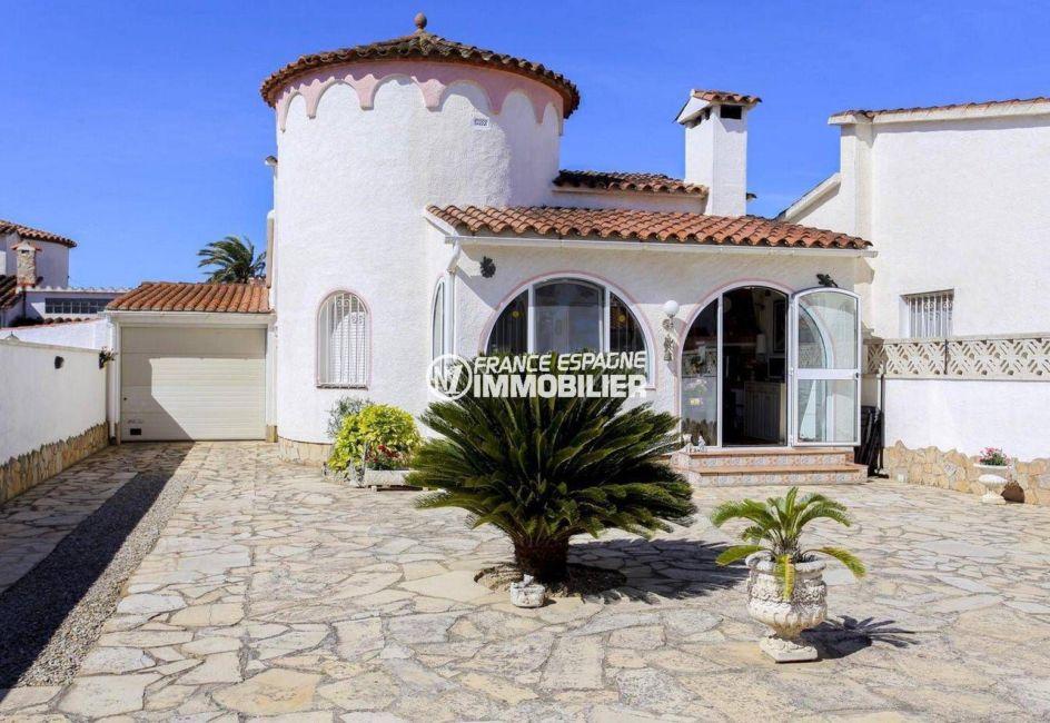 immo empuriabrava: villa ref.3833, secteur résidentiel, proche plage et commerces, possibilité piscine