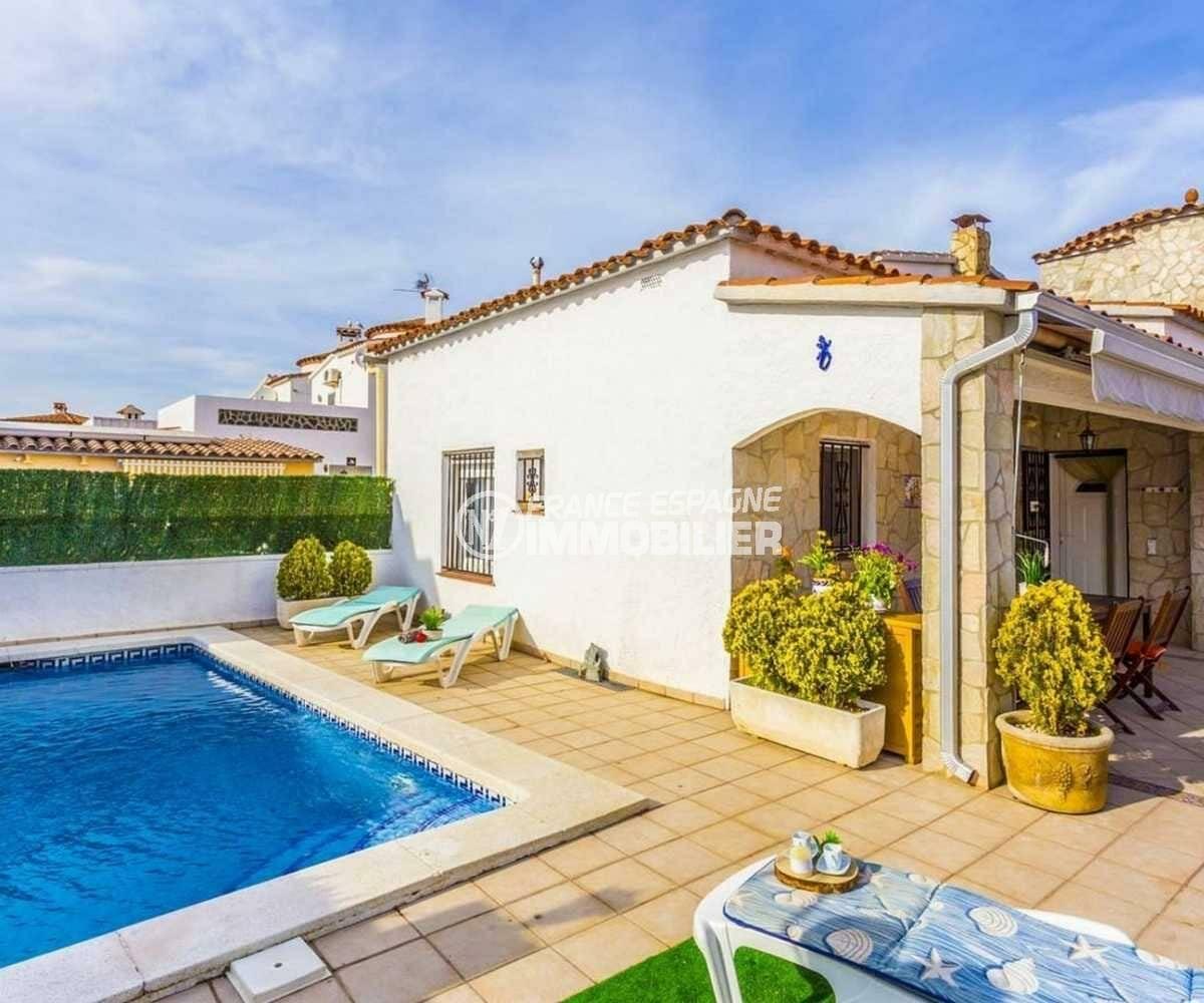 immobilier empuriabrava: villa ref.3832, piscine 7 m x 4 m dans le jardin de 211 m²