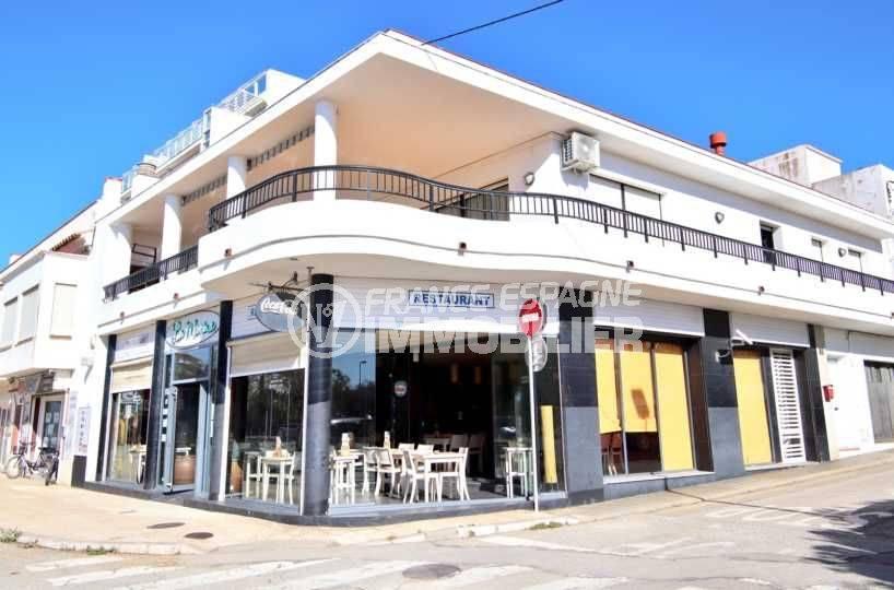 agence immo center: bar estaurant ref.3816, en face du port de roses