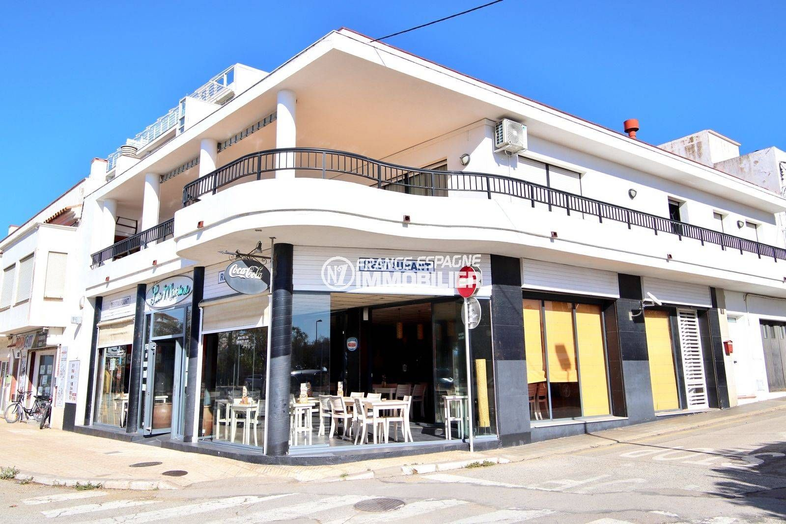 agence immo center: bar estaurant ref.3816, en face du port de roses