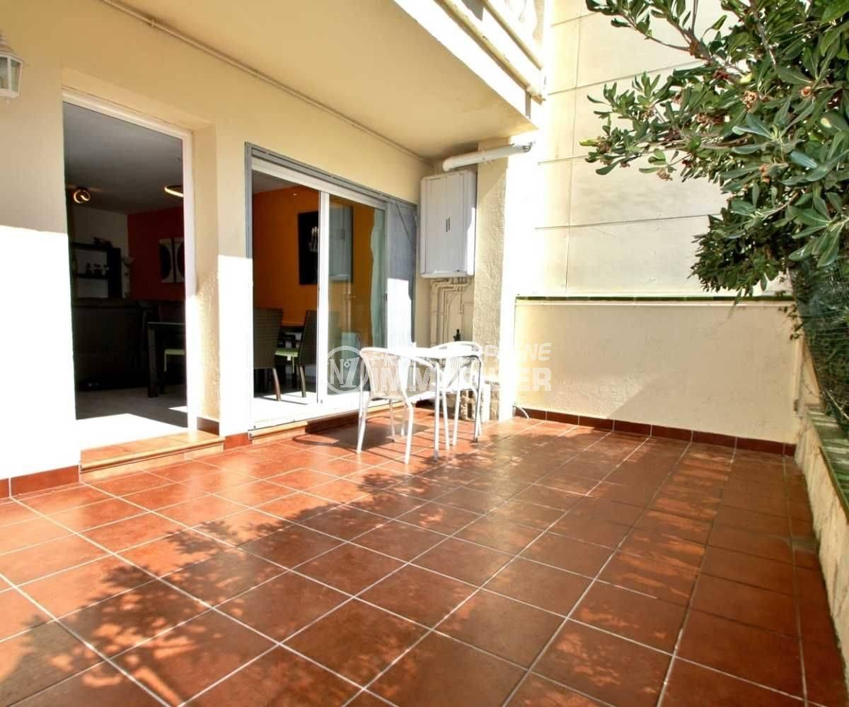 immobilier ampuriabrava: villa ref.3808, aperçu de la terrasse solarium avec accès au salon et séjour