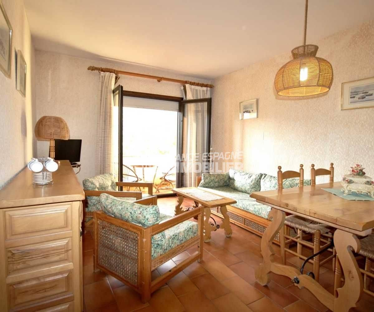 immobilier ampuriabrava: appartement ref.3809, séjour vaec accès terrasse et coin repas