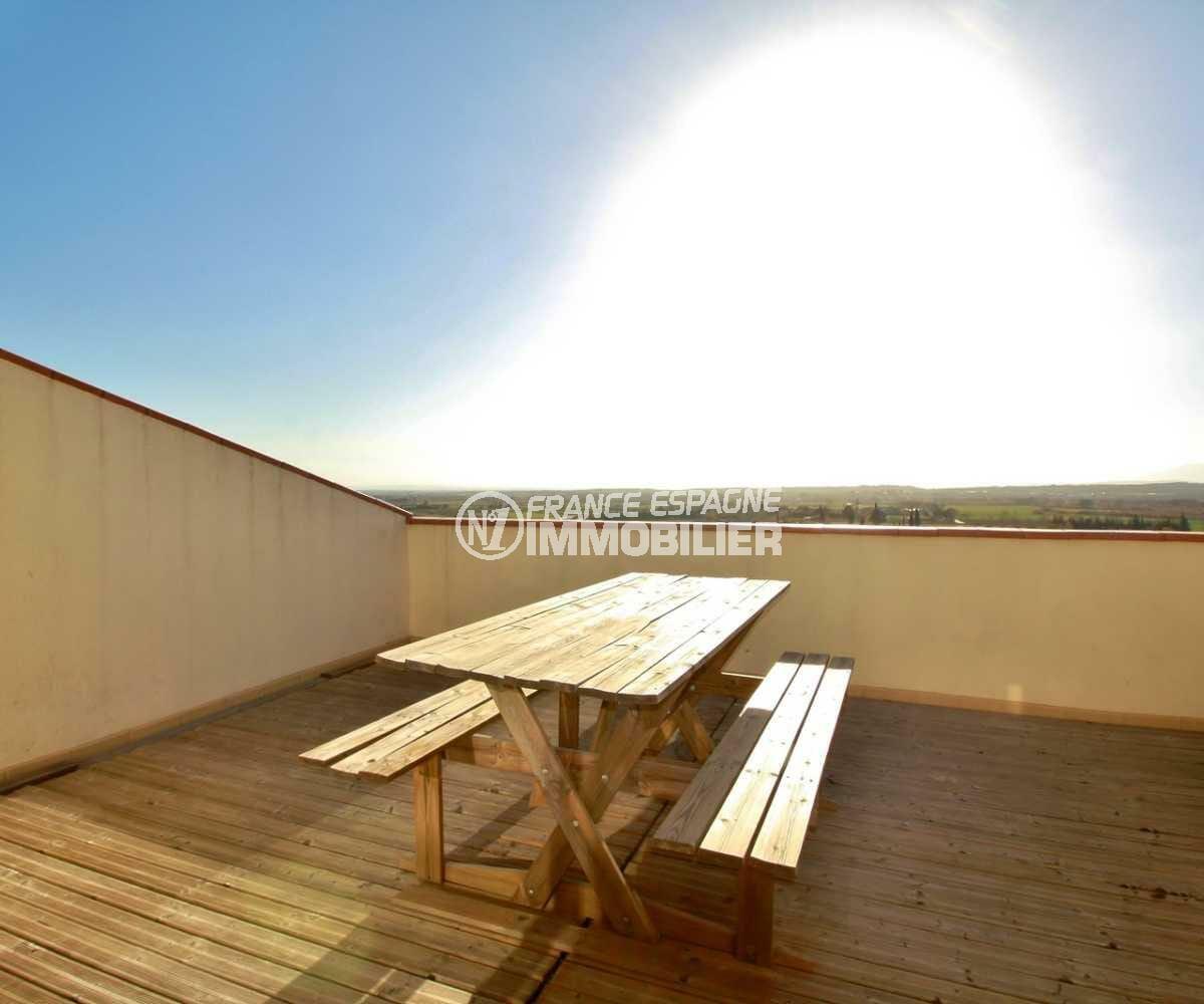 appartement costa brava, ref.3823, première terrasse solarium vue sur les montagnes