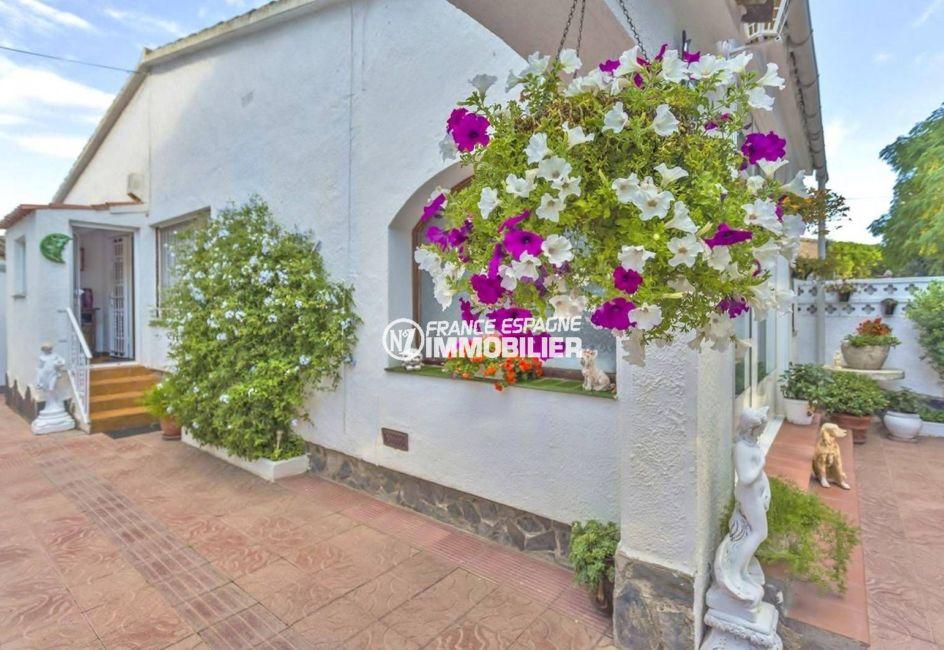 immobilier empuria brava: charmante villa ref.3828, avec 198 m² de terrain