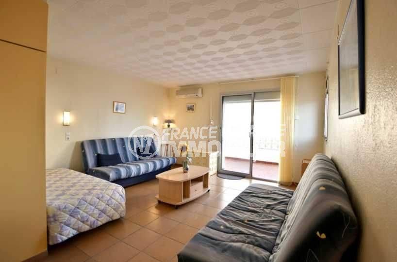 appartements a vendre a rosas: ref.3814, vaste pièce principale avec coin chambre