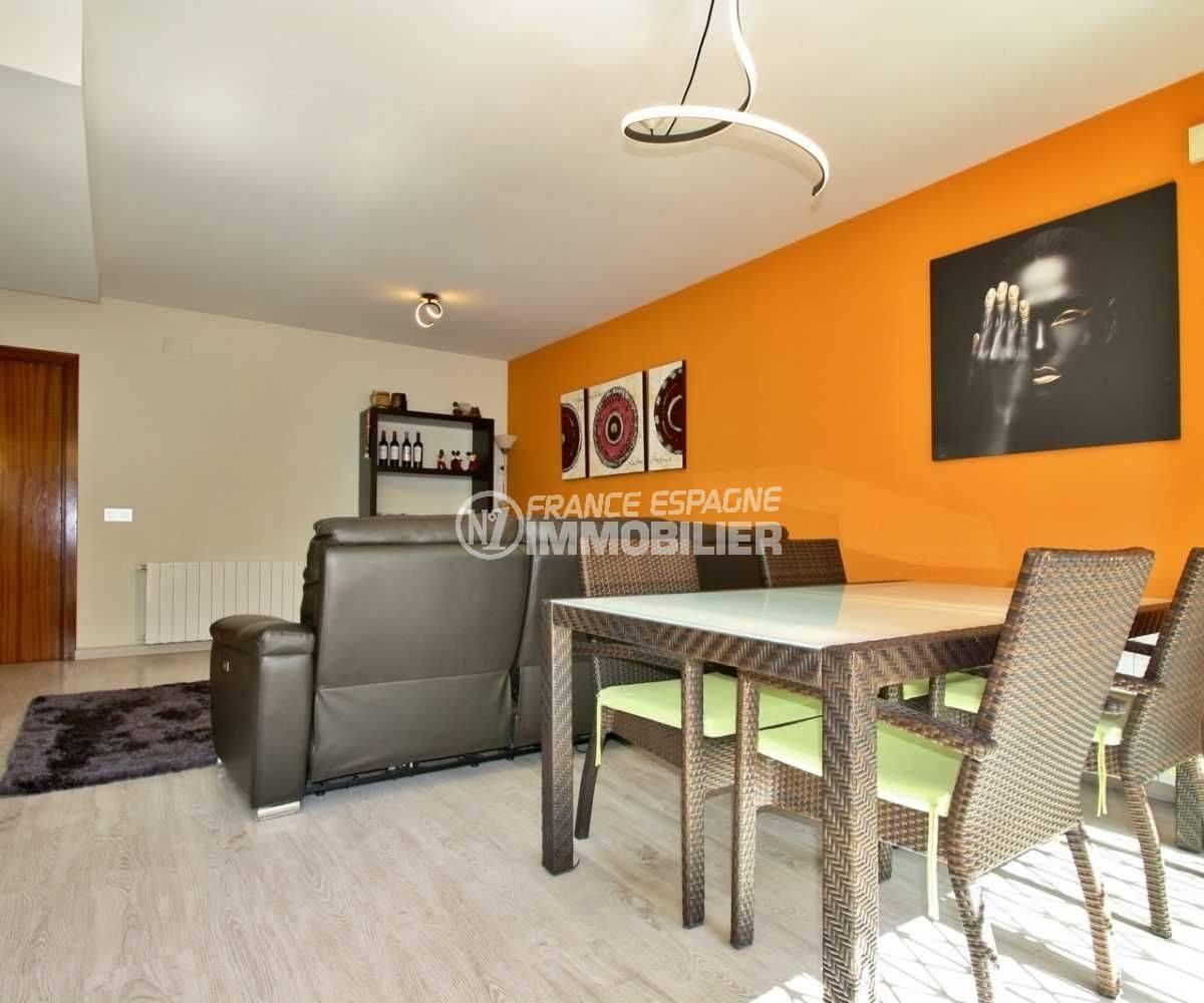 agence immo empuriabrava: villa ref.3808, séjour avec salle à manger