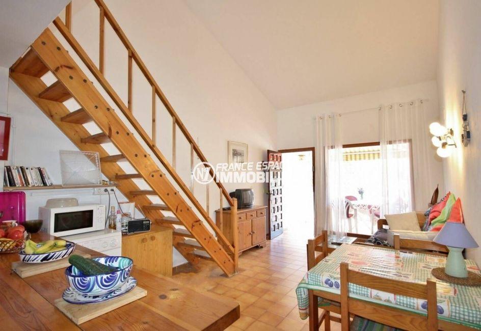 immobilier empuria brava: villa ref.3822, séjour avec coin repas et accès terrasse