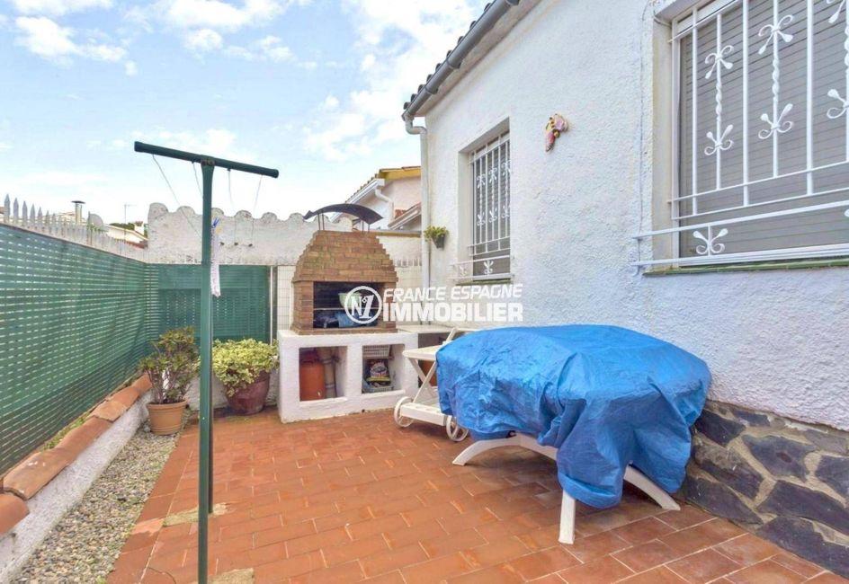 immobilier empuriabrava: villa ref.3828, coin terrasse / barbecue dans le jardin