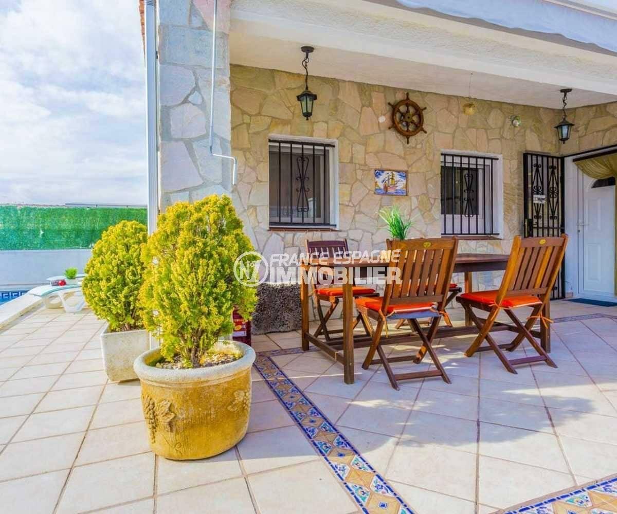 immobilier costa brava: villa ref.3832, coin repas abrité sur la terrasse
