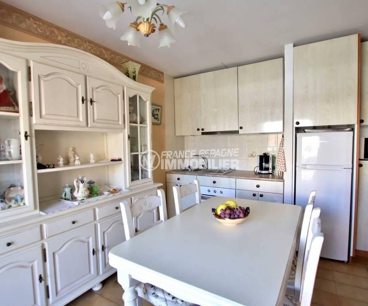 appartements a vendre a rosas, ref.3810, coin cuisine aménagée et de nombreux rangements
