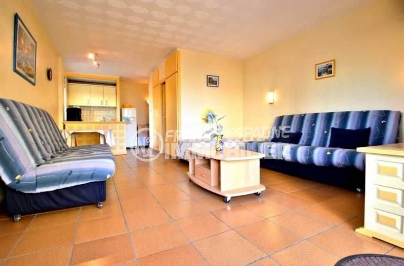 immobilier roses espagne: studio ref.3814, aperçu du séjour et de la cuisine