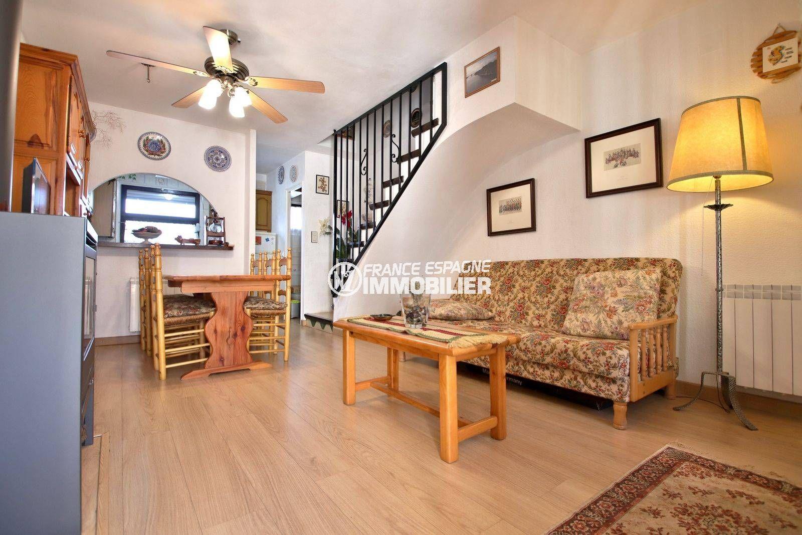 immo roses espagne: villa ref.3815, séjour / salle à manger et cuisine américaine
