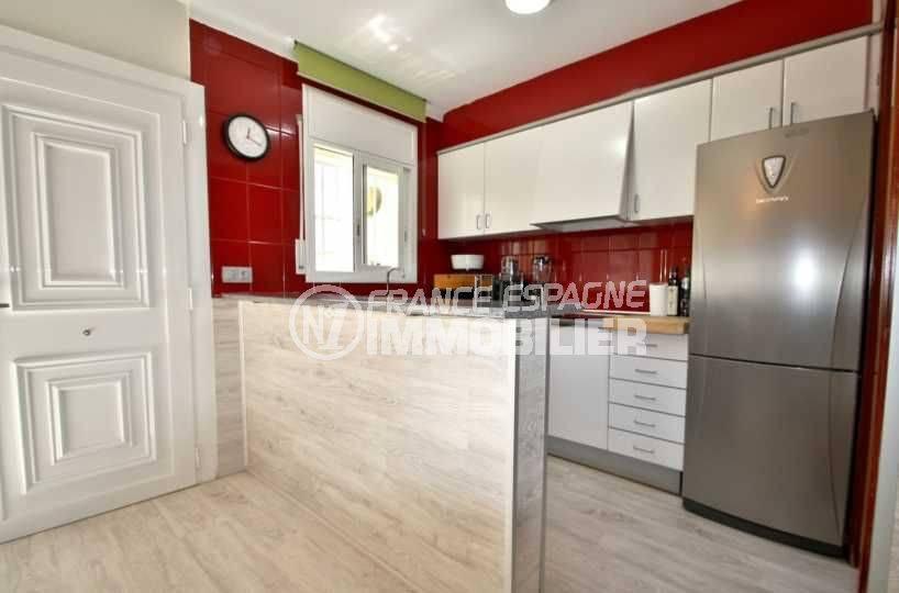 agence immobiliere empuriabrava: villa ref.3808, coin cuisine avec bar, porte d'entrée