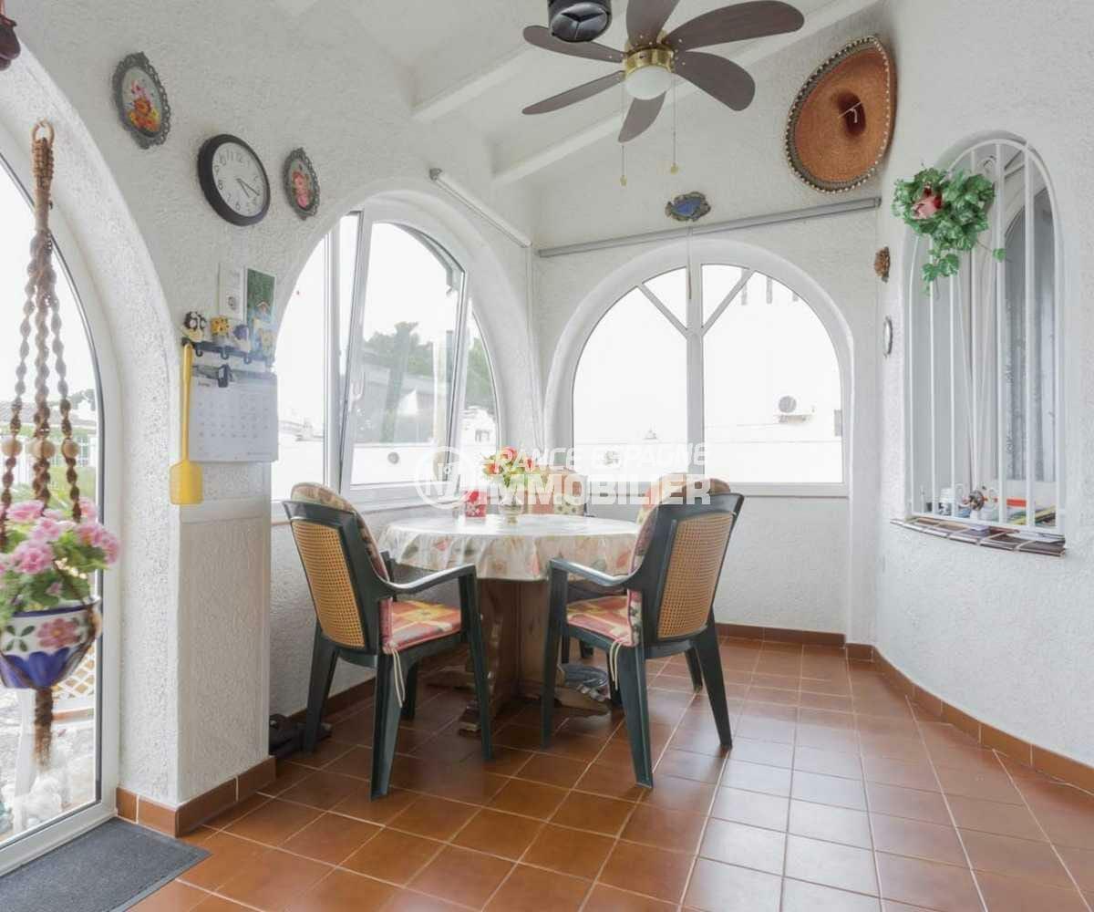 maison a vendre empuria brava, ref.3833, hall d'entrée lumineux avec un espace détente