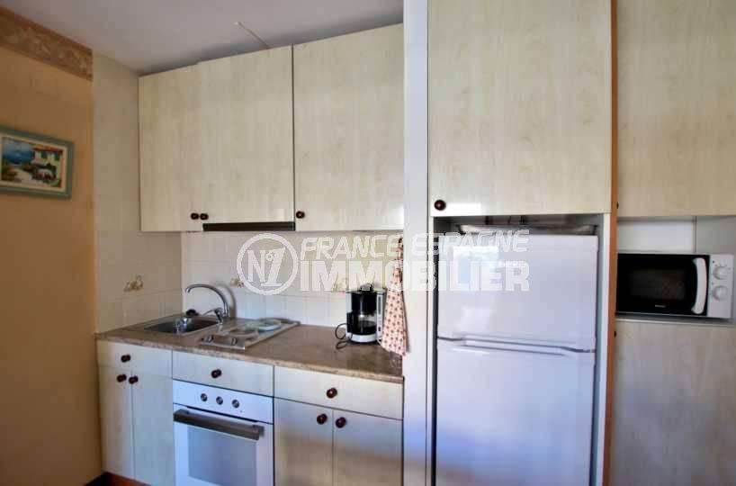 immo roses espagne: appartement ref.3810, cuisine aménagée fonctionnelle