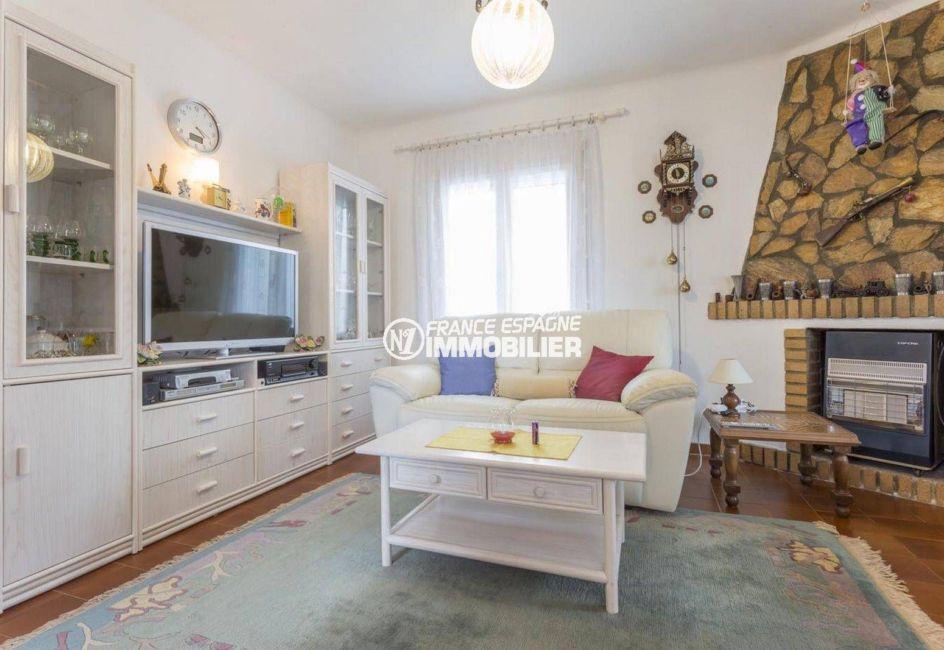 maison a vendre empuriabrava, ref.3833, vue sur le salon avec des rangements