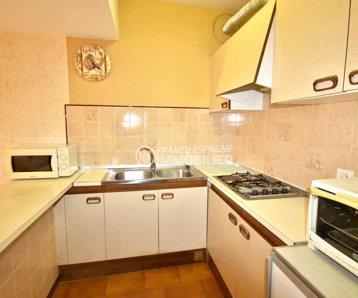 immobilier costa brava: appartement ref.3809, cuisine avec hote et nombreux rangements